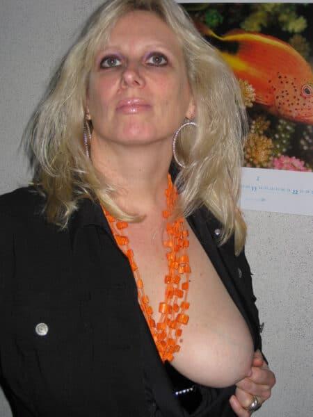 Cougar coquine soumise pour mec directif