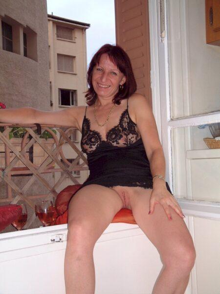 Femme adultère docile pour amant qui apprécie la domination assez souvent libre