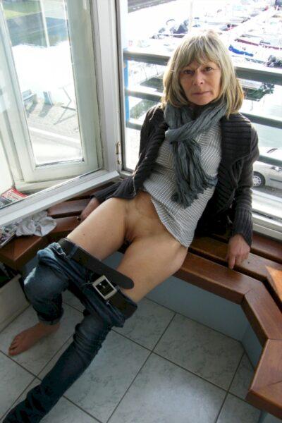 Femme infidèle sexy domina pour gars docile