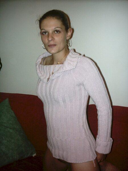 Femme infidèle sexy soumise pour coquin dominateur assez souvent dispo