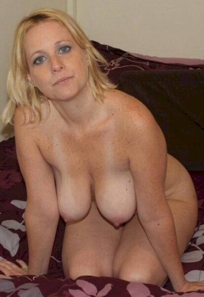 Femme infidèle sexy soumise pour homme dominateur