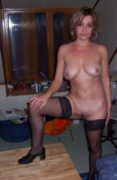 Femme mature coquine soumise pour amant qui aime soumettre de temps en temps libre